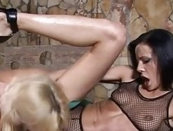 Britney And Aliz Haye Hot Lesbo Act